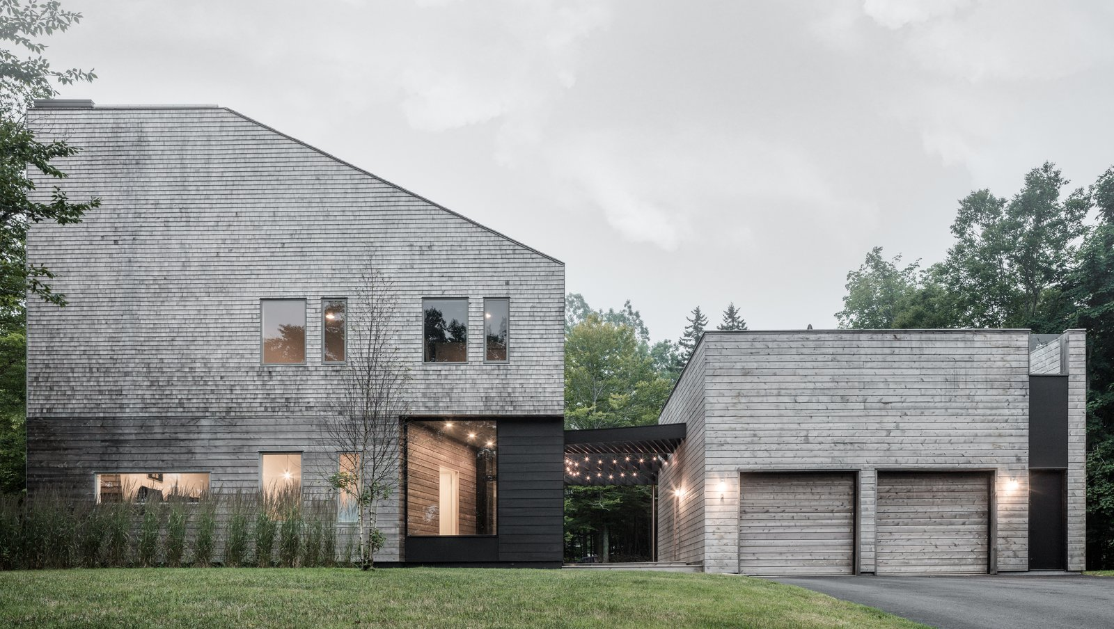 blogmarvincom.files.wordpress.com201905entirely-clad-in-cedar-shingles-the-unbridled-path-residence-is-both-familiar-and-contemporary-through-its-
